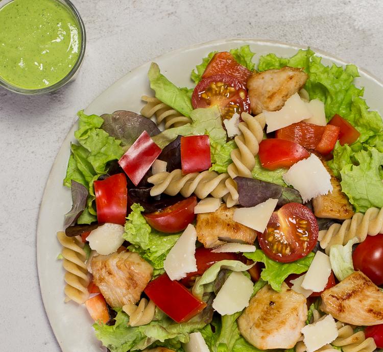 Italienischer Salat mit Hähnchen