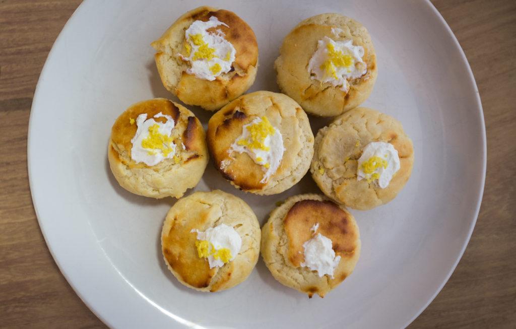 Gesunde Zitronen-Muffins mit Topping