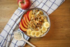 Rezepte: Bratapfel Zimt Porridge für kalte Wintertage