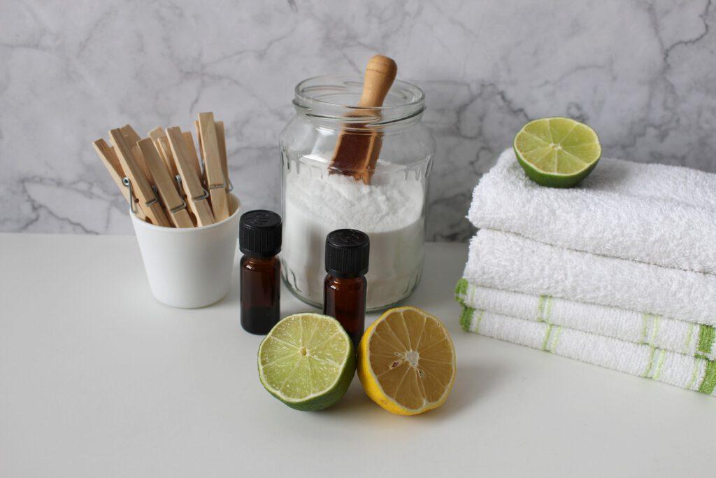 Zutaten um Waschmittel selber zu machen: Waschsoda und Zitronen